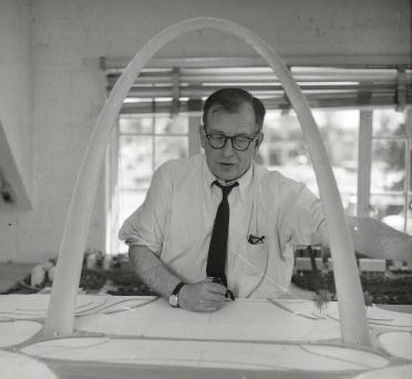 Eero Saarinen and Gatway Arch model. (Image credit: Wikicommons)